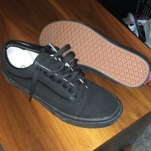 Black canvas Vans